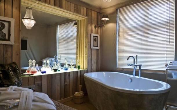 Bathroom at Ackselhaus - Africa suite