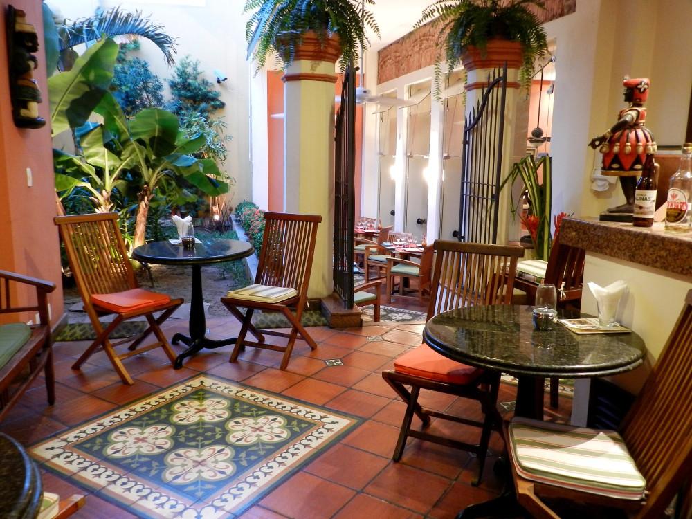 Casa do Amarelindo Garden Bar.jpg